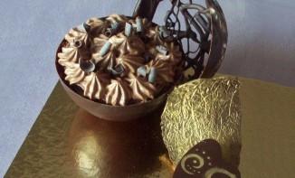 Sphères gourmandes à la mousse au chocolat et feuilleté praliné
