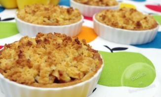 Tartelettes crumble aux pommes, cannelle et caramel