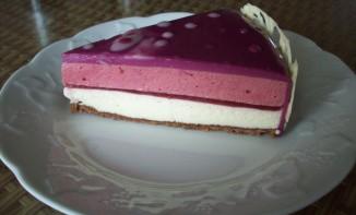 Entremet framboise et chocolat blanc sur feuilleté praliné