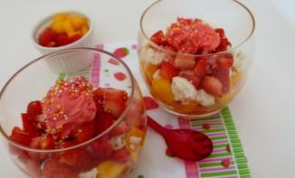 Verrines mangue fraises meringue