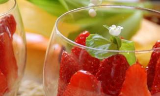 Panna Cotta au chocolat blanc et fraises du 1er mai