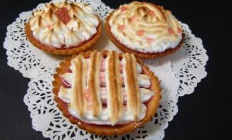 Recette des tartelettes à la rhubarbe meringuée