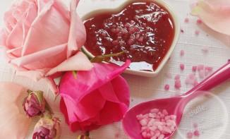 Confiture de fraises à la rose