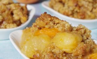 Crumble noisette, brugnons, abricots et sirop d'érable