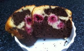 Cake marbré au chocolat noir et framboises
