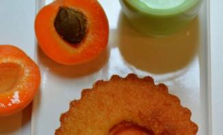 Financier aux abricots et crème anglaise à la pistache