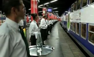 Insolite : Un RER transformé en restaurant gastronomique