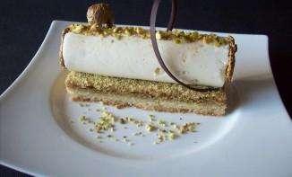 Biscuit sablé – crémeux amande et pistache – mousse chocolat blanc