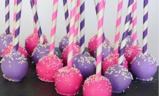 cake pops aux couleurs éclatantes