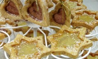 Biscuits sablés à l'orange et aux épices, comme des suspensions de Noël féeriques !