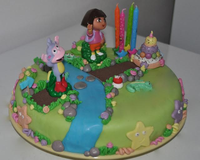 Cake Design Dora L Exploratrice : Gateau 3D Dora l exploratrice - Recettes de Desserts ...