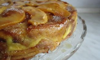 Gâteau de crèpes aux pommes et caramel au beurre salé