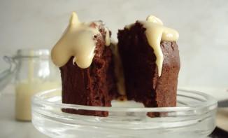 Muffins au chocolat et sauce aux nougats