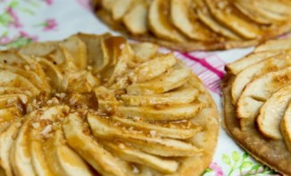Tartelettes Fines aux Pommes et Caramel au Beurre Salé