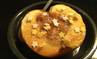 Pomme au coeur de banane et caramel, cuite au four