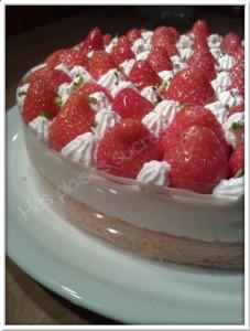 Entremet aux palets bretons, crème mousseuse meringuée et fraises