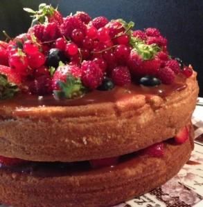 Gâteau aux fruits rouges et caramel