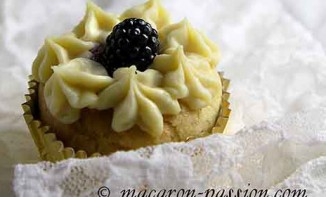 Cupcakes mûre, chocolat blanc et tofu soyeux